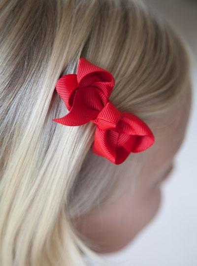 Red_hair_bow_blonde_hair