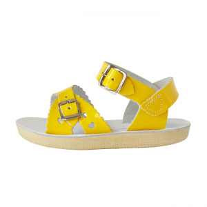 saltwateryellow_sweetheart_sandal_buckle_sole_Kids_side_photo