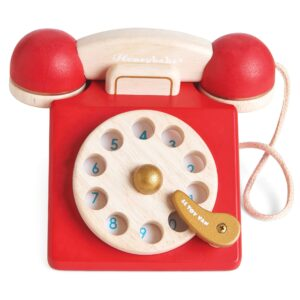 Phone_vintage_red_wooden_kids