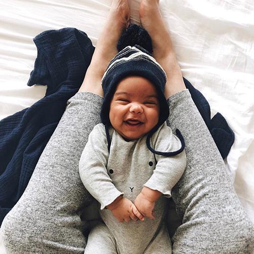 organiczoobunny_grey_baby_legs_smiling_lifestyle