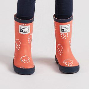 grass&air-coral-navy-wellies-white-raindrops-clouds-kids