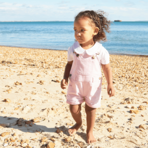 Treehouse_homepage_girl_beach_dungarees