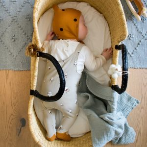 organiczoosalopettes_floral_baby_moses_basket_sleeping